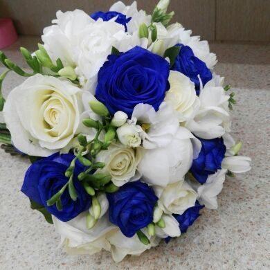Букет невесты из синих роз