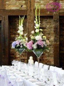 Цветы в средних вазах мартини